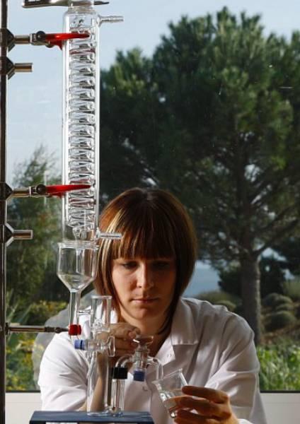 https://www.larocheposay.gr/-/media/project/loreal/brand-sites/lrp/emea/gr/simple-page/landing-page/microbiome-hub/laroche-posay-landingpage-microbiome-science-flipcard11.jpg